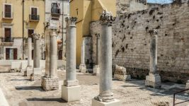 Guided tours of the old town